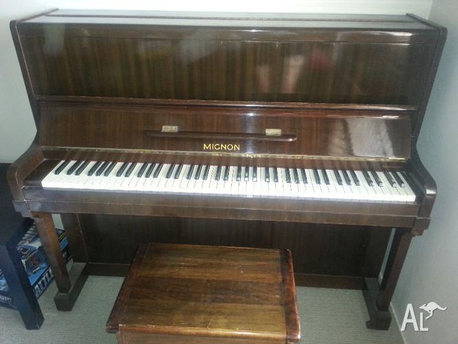 Mignon Upright Piano