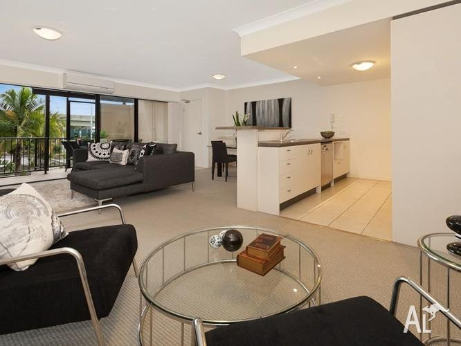 Modern Gordon Park Apartment