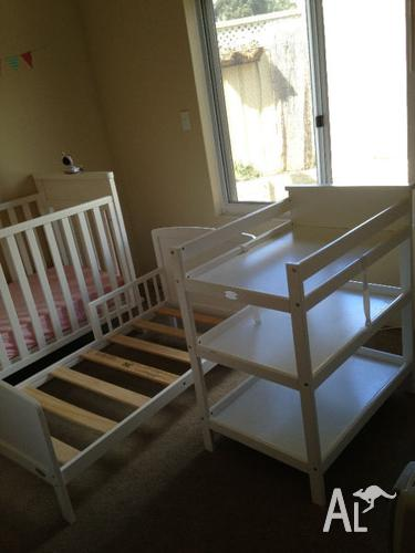 Mothers Choice Melrose 3 In 1 Cot Bed Change