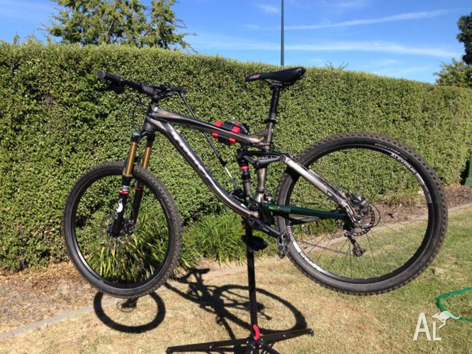 Mountain Bike - Trek Remedy 9 2012 Rebuilt to 27.5'