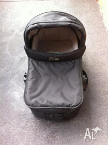 Mountain Buggy Carry Cot - Black (Urban Jungle)