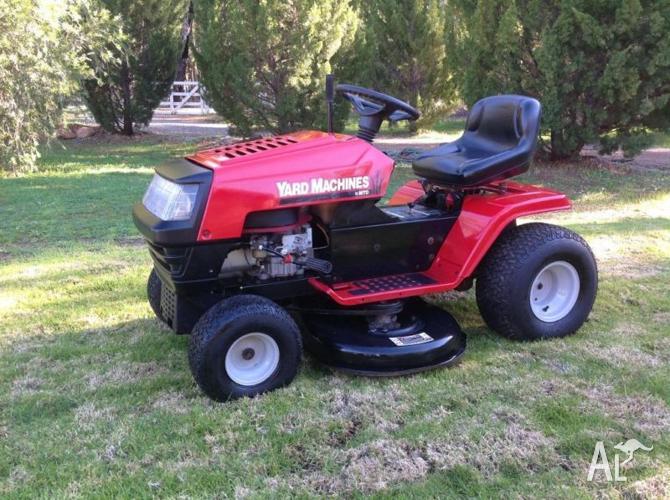 MTD Yard Machine Ride on Lawnmower 16.5 hp 42 inch cut