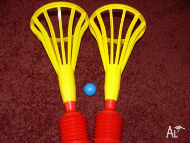 NEW -TUPPERWARE POP A LOT CATCH GAME WITH 2 BASKET X 1