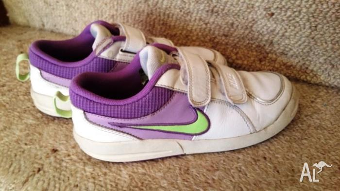 NIKE shoes... Very Good Condition. AUS 2.5, Eur 33. UK