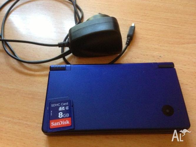 NINTENDO DSi CONSOLE + 8GB SD CARD + CHARGER