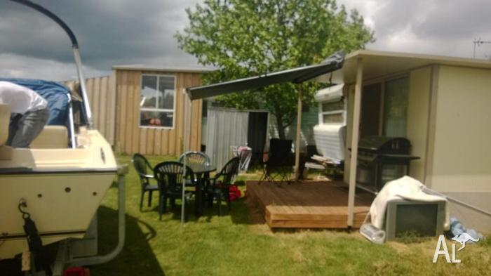 Onsite caravan and annex -mansfield holiday park