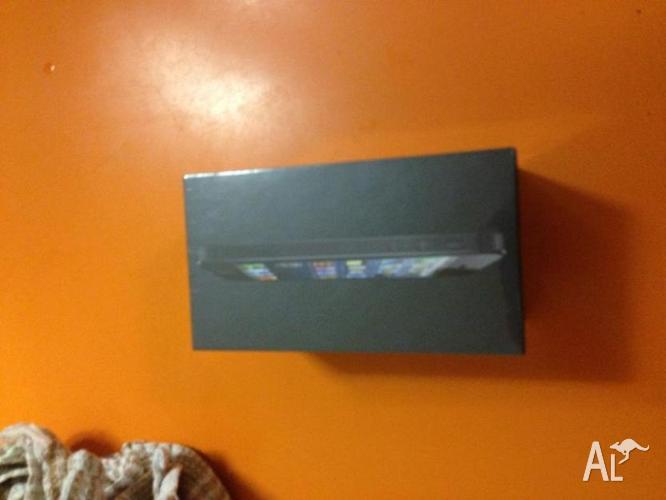Original iphone 5 64GB Unlocked in Box