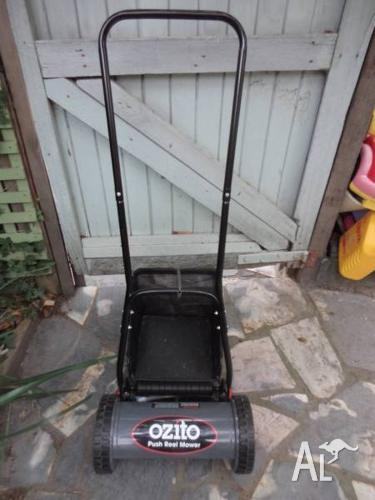 OZITO PUSH MOWER WITH CATCHER