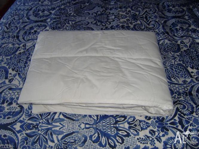Padded sheet for travel/porta-cot