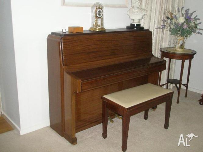 Piano, Knight upright