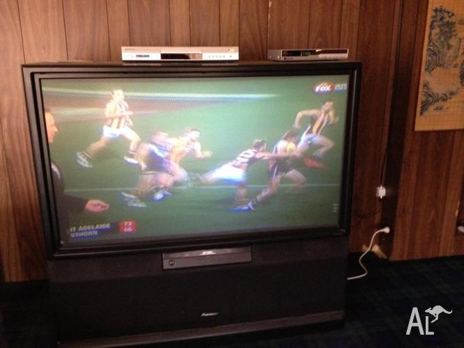 PIONEER COLOUR T.V WITH HIGH DEFINITION SET TOP BOX