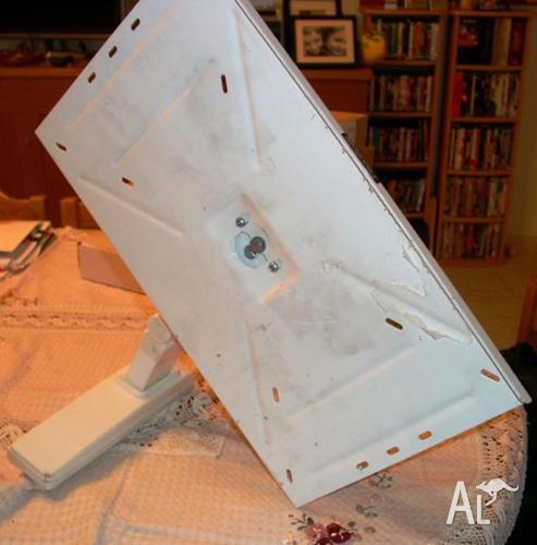 Pivotelli TV Wall Bracket for 51-80cm CRT TV Monitors.