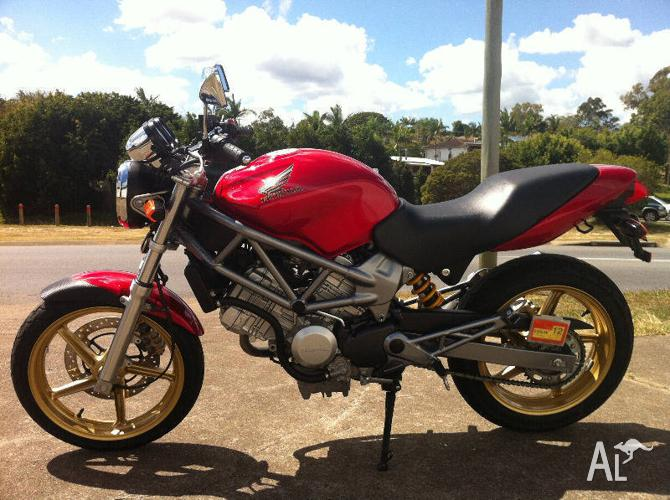 PRISTINE HONDA VTR 250 for Sale in TINGALPA, Queensland