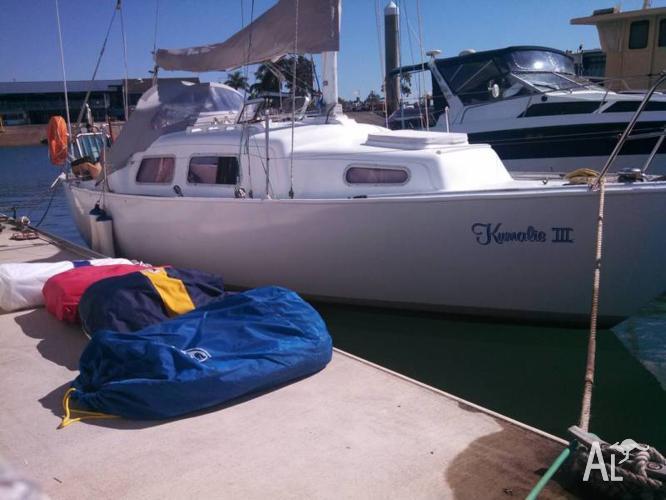 Quest 8 Meter - Pocket Cruiser Racer - Solid Safe Boat for