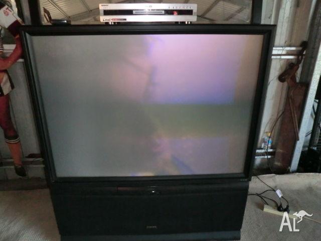 Rear projection Tv Pioneer