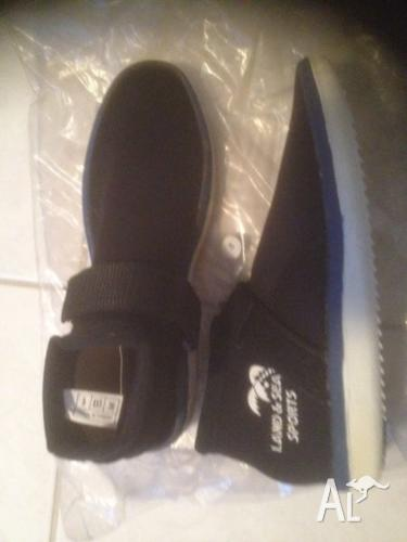 Reef shoes size 5