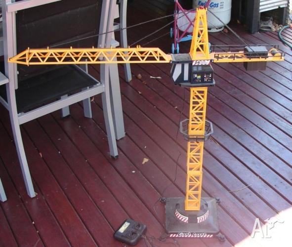 Remote control crane 1 meter tall