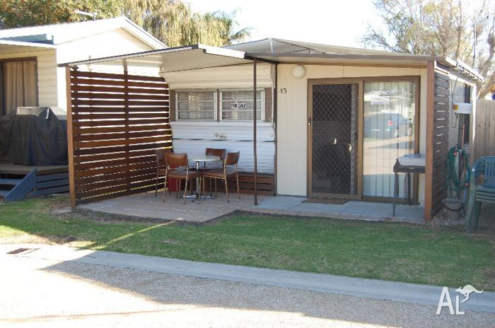 5ed338bb3f Renovated on-site caravan in Lakes Entrance for Sale in KALIMNA ...