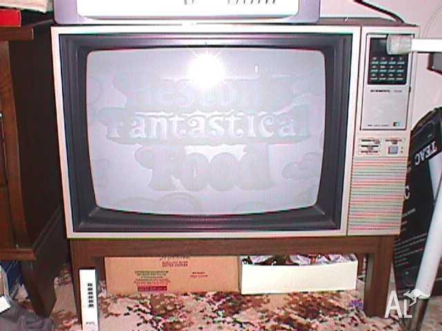 Retro, Late 70's General Colour TV, 63 cm, with Remote.