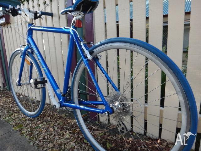 Road Bike Fuji Absolute S (21