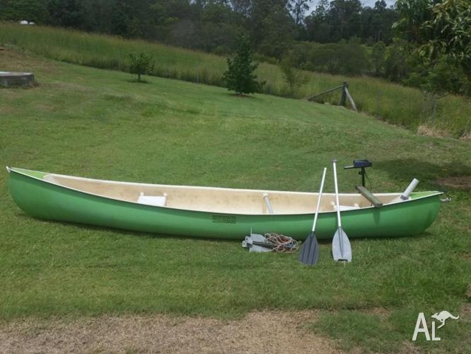 ROSCO CANOE with ELECTRIC MOTOR (Paddles & Anchor)
