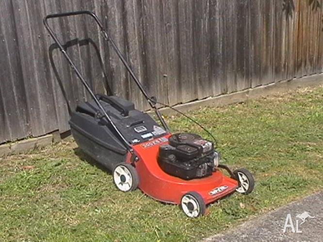 Rover 4 Stroke Mower&Catcher-Great Cond-3 month