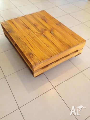 RUSTIC / INDUSTRIAL PALLET COFFEE TABLE / TV STAND ON