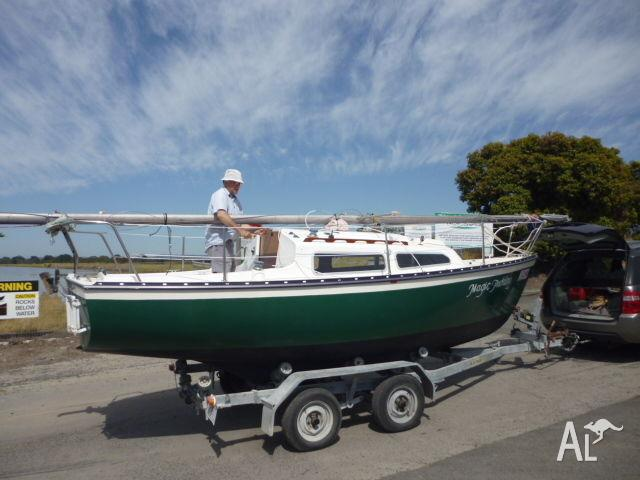 Sail boat,Sunmaid 20, complete with trailer, motor, safety