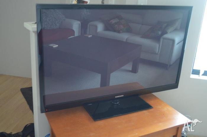SAMSUNG PLASMA TV - PS51E550 MODEL 51