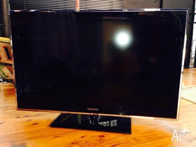 "Samsung Series 5 40"" LCD TV (Model LA40D550) for Sale in ..."