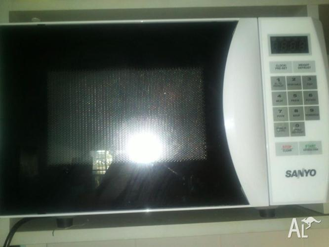Sanyo microwave oven, 24 cm plate diameter