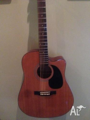 Selling legacy acoustic, Good condition!
