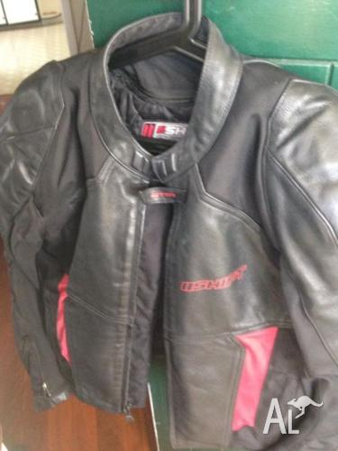Shift motorcycle jacket and shark helmet