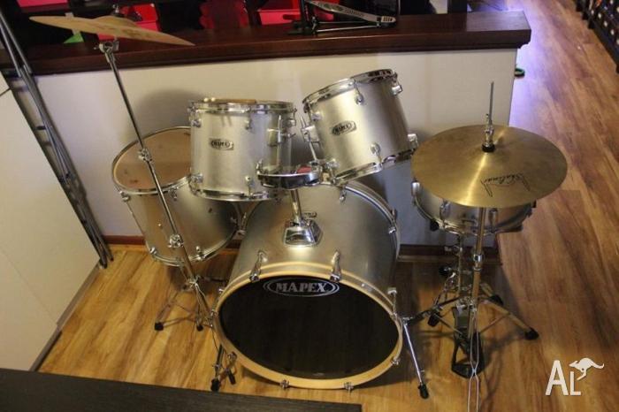 Silver Mapex 7 Piece Drum Kit