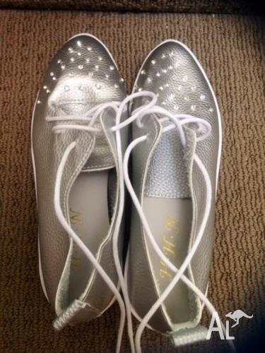 Silver sneakers lace ups
