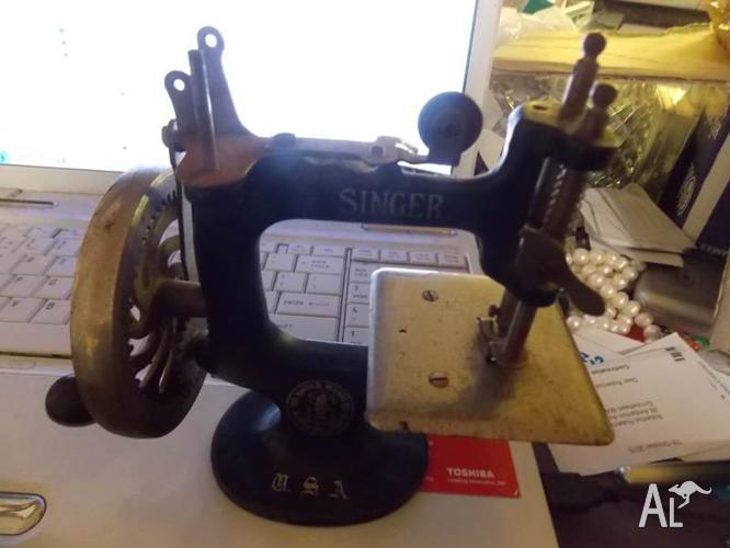 singer sewing machine mini original not copy