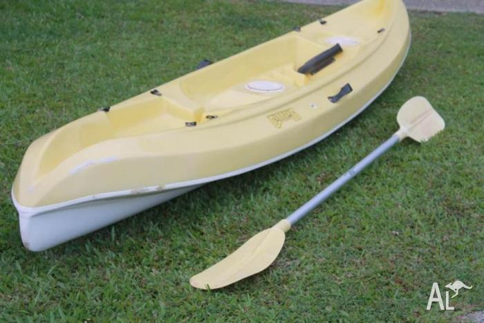 Single Sit On Fishing Kayak with Paddle and Rod Holder