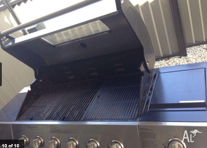 Six Burner BBQ with Hood and Side Burner