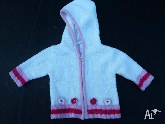 Size000 Like new Sparkly, white hooded jacket w/pink &