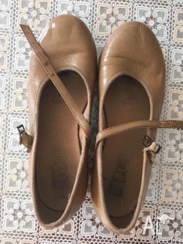 Size 5.5 Bloch tap shoe