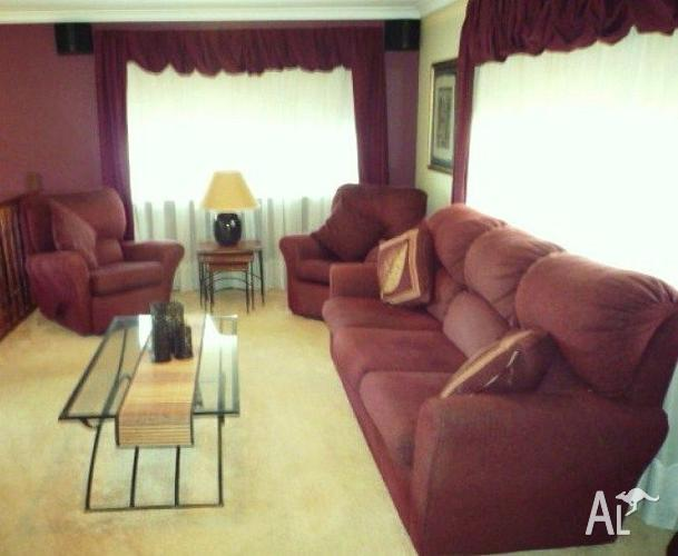 Sofa, Recliners & Coffee Table