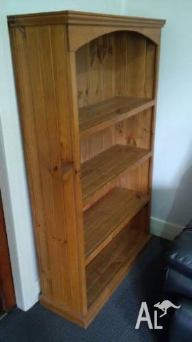 Solid pine bookshelf 930Wx1600Hx320deep