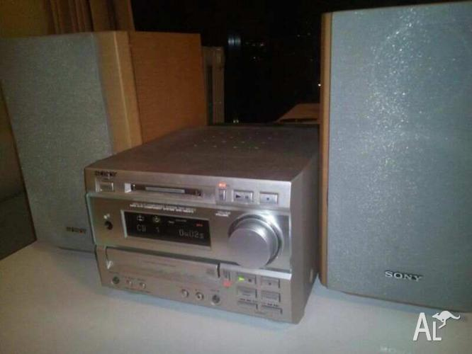 Sony DHC- MD373 HIFI Music System boxed for Sale in NEUTRAL