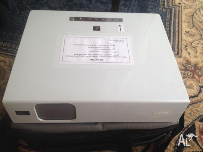 Sony multimedia projector VPL-CX75