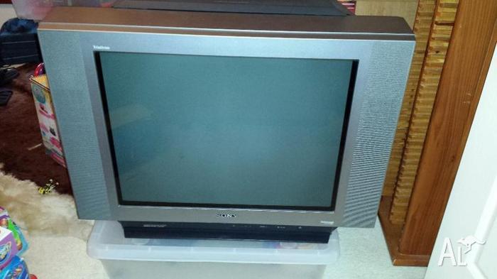 Sony Trinitron 68cm Tv Kv Xf29m35 And Tevion Set Top Box For Sale