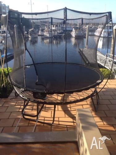 Springfree round compact trampoline