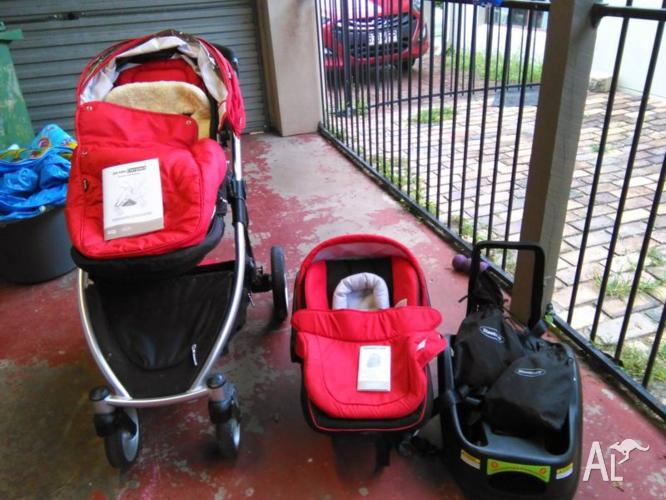 Strider Compact pram and capsule combo