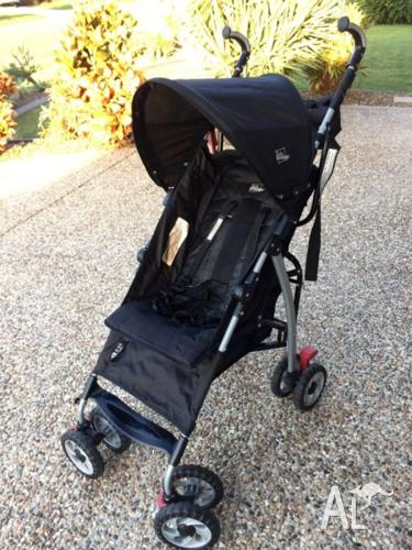 Stroller - Collapsable. Good Condition.