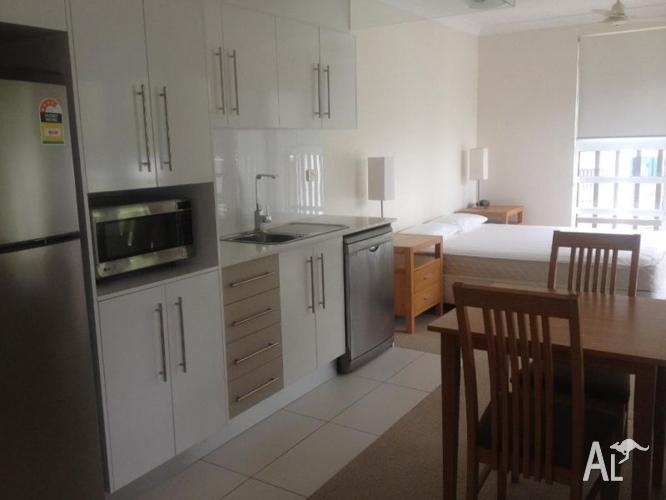 Studio apartment fully furnished for sale in airlie beach for Furnished studio apartments