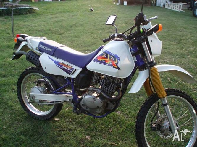 Suzuki DR200 Dual Sports/ Road Trail 1 owner with low